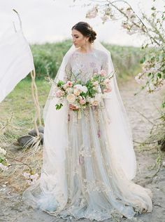 Organic and Earthy Beach Wedding Inspiration by Betsy Blue Photography | Wedding Sparrow