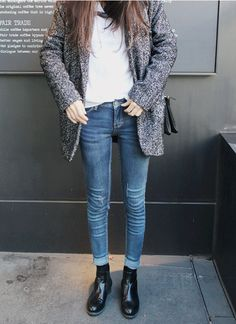 Ideas black ankle boats outfit jeans minimal classic for 2019 Cute Fall Outfits, Outfits With Hats, Jean Outfits, Winter Outfits, Cool Outfits, Casual Outfits, Chelsea Boots Outfit, Black Chelsea Boots, Rock Chic