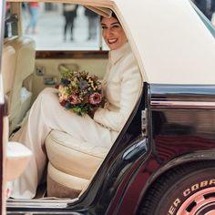 """Kiwo on Instagram: """"Llega la Novia💚 #novias #noviadeinvierno #vestidodenovia #wedding #weddingdress #buquedenoiva #bride"""" Winter Wedding Inspiration, Instagram, Brides, Bridal Gowns, Winter Bride"""