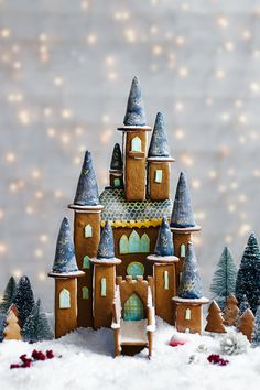 Make your Christmas extra special with this magical gingerbread fairytale castle. This spellbinding gingerbread creation features tasty turrets, golden windows, and a sprinkling of snow. Impress your guests with this stunning edible treat! | Tesco