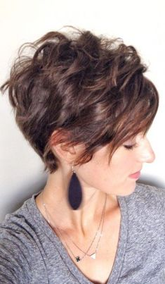 Pixie Cuts for Round Face The stylish pixie cuts for round face are recognized as popular among women who prefer to wear short hair. The original hair. Layered Pixie Cut, Pixie Cut Round Face, Pixie Cut With Bangs, Long Pixie Cuts, Short Hair With Bangs, Short Hair Cuts, Short Hair Styles, Pixie Styles, Short Hairstyles For Thick Hair
