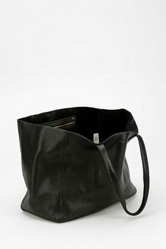 BAGGU Oversized Leather Tote Bag #urbanoutfitters