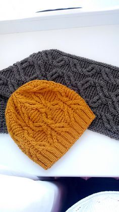 Ravelry: (Pinkerston's) Project Gallery for Fillster pattern by Irina Dmitrieva ~ Approx. 735 metres of Aran The hat will comfortably stretch to fit heads with a circumference of 20 / cm. Knit bottom-up Cable Knitting, Easy Knitting, Knitting Stitches, Knitting Patterns Free, Knit Patterns, Knitting Projects, Crochet Projects, Knit Or Crochet, Crochet Hats