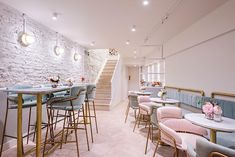 Elan cafe in London: A cutesy cafe with great vegan friendly food options. They have a gorgeous deco Cafe Restaurant, Modern Restaurant, Restaurant Design, Restaurant Tables, Bakery Decor, Pub Decor, Bakery Design, Home Decor, Cafe Interior Design