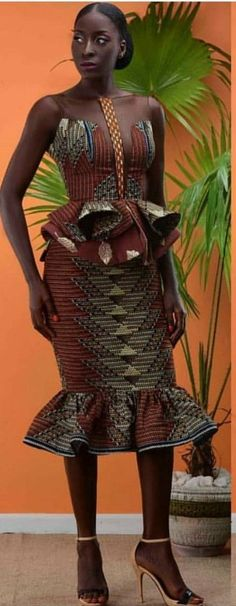 Beautiful Corporate Kente Attire For Damsels - Sisi Couture African Inspired Fashion, African Dresses For Women, African Print Dresses, African Print Fashion, Africa Fashion, African Attire, African Wear, African Fashion Dresses, Ethnic Fashion