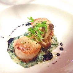 Hokkaido Scallops Gratin with Cheese, Creamed Spinach, and Mushrooms