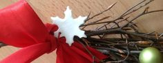 Lehet karácsonyfadísz a fára, függődísz az ajtóra, dekoráció a karácsonyi csomagolásra, vagy akár készíthetsz belőle szélcsengőt vagy mécsestartót, esetleg kismókusoddal kéz- és talplenyomatot. Sokoldalúan felhasználható és mindenki észre fogja venni, hogy nem egy szokványos só-liszt-gyurma. Hidd…