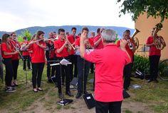 Hrubos Zsolt Szent Orbán kápolna búcsúja (Mór) Az Ifjúsági Móri Fúvószenekar adta a térzenét a bortermelők búcsúján, háttérben a Vértes adta a gyönyörű panorámát. Több kép Zsolttól: www.facebook.com/zsolt.hrubos és www.hrubosfoto.hu Facebook, Couple Photos, Couples, Dresses, Fashion, Couple Shots, Vestidos, Moda, Fashion Styles