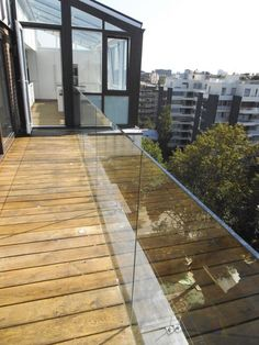 Remarkable Glass Railing Design for Balcony Fence – Page 14 of 47 b… - Zaun Glass Balcony Railing, Balcony Railing Design, Glass Fence, Dream Apartment, Outdoor Gardens, Modern Design, Stairs, House Design, Outdoor Decor