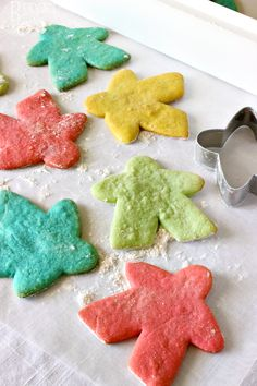 TableTop Day Meeple Cookies --- International TableTop Day is coming up! We made these soft Meeple-shaped sugar cookies to celebrate. They were a huge hit! || via diydbudgetgirl.com #cookies #meeples #tabletop #boardgames #games #gaming #baking