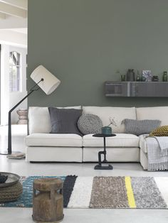 Shades of green #vtwonen #magazine #interior #livingroom #white #green