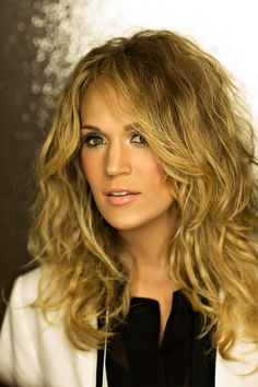 Wavy hair looks amazing on Carrie Underwood I love her so much my role model Country Music Artists, Country Singers, Carrie Underwood Pictures, All American Girl, Celebs, Celebrities, Greatest Hits, Pretty Woman, Pretty Girls