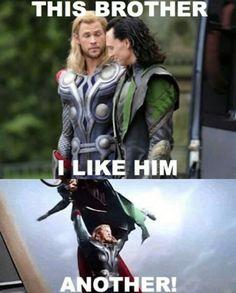 Imagem de thor, loki, and chris hemsworth Loki Thor, Loki Meme, Tom Hiddleston Loki, Loki Laufeyson, Funny Marvel Memes, Marvel Jokes, Dc Memes, Avengers Memes, Thor Jokes