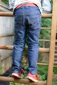 Small Fry Skinny Jeans pattern - it goes up to size 12 // Titchy Threads