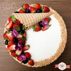 Juicy creative: decorate the cake with berries in and more.- Сочный креатив: украшаем торт ягодами в и… Juicy creative: decorate the cake with berries in interesting techniques - Bolo Neked Cake, Cake Recipes, Dessert Recipes, Berry Cake, New Cake, Novelty Cakes, Occasion Cakes, Drip Cakes, Love Cake