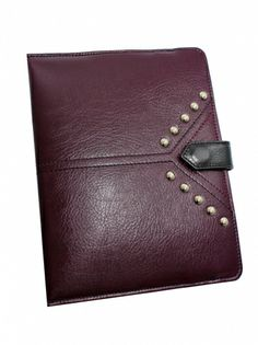 Leather case for tablet grain leather in burgundy. Padded with foam, so the effect is delicate ridges and protects the tablet. Dimensions perfect for the iPad. But quietly fit in here wallet and cell phone, so it can be used as a clutch in the evening. Front pouch is decorated with metal studs. Each original GOSHICO id is in the middle of the tab with our logo and website address. PRICE: 94.77 € http://goshico.com/skorzane-etui-na-i-pada-z-metalowymi-cwiekami.html