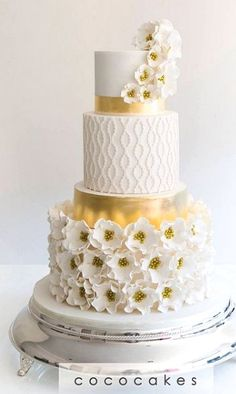 Daisy saved to Wedding○○Follow us @SIGNATUREBRIDE on Twitter and on FACEBOOK @ SIGNATURE BRIDE MAGAZINE #wedding #weddingcaketopper #weddingcakeinspiration #weddingcakedesigners