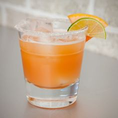 Spice up your happy hour with these Kickin' Jalapeño Infused Grapefruit Margaritas. Steep jalapeños your favorite tequila, combine with grapefruit juice and agave nectar and you will have a new favorite cocktail in the palm of your hands. Bar Drinks, Alcoholic Drinks, Beverages, Spicy Drinks, Cocktails To Try, Holiday Cocktails, Refreshing Drinks, Summer Drinks, Grapefruit Margarita Recipe