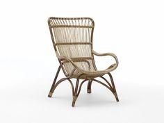 Monet - Ce fauteuil vintage se dote d'une structure en rotin naturel, tressé à la main. Il est disponible dans les quatre coloris Antique, Taupe et Noir mat et peut être complété par un repose pied. ©Sika-Design