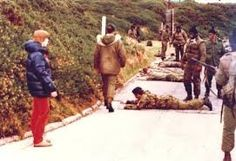 British troops surrendering in Puerto Argentino. A civilian kelper look at the… Georgia, British Overseas Territories, Falklands War, My War, War Image, Military Pictures, War Photography, British Army, Royal Navy