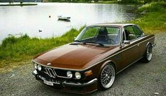 Normally I don't like older cars on more modern wheels... but this - really- works... #bmwvintagecars