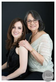 Modern Beauty :: Beautiful poses for a mother and daughter photo shoot. Sue Bryce style. www.lauragravelle.com