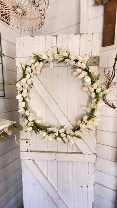 How to make a tulip wreath DIY. DIY tulip wreath. How to make a hula hoop wreath. Hula hoop flower wreath. Hula hoop DIY wreath. Large DIY floral wreath. Floral wreath DIY. Wreath Ideas, Diy Wreath, Wreaths, Craft Projects For Adults, Diy Projects, Tulip Wreath, Floral Wreath, Do It Yourself Decorating, Decor Crafts
