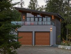 This small home by Lindal can be built over a garage and attached to a main house or exist as a stand-alone accessory dwelling unit. Small Modern Home, Modern Tiny House, Tiny House Cabin, Modern Mansion, Modern Living, Bungalow House Design, Small House Design, Garage House Plans, Small House Plans