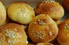 Greek Recipes, Food Art, Hamburger, Bread, Snacks, Breakfast, Breakfast Cafe, Appetizers, Greek Food Recipes