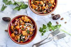 Salade de patate douce à la marocaine et dattes Medjool avec sauce lime et coriandre | Recette