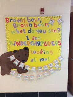Bear Bulletin Board Ideas, School Welcome Bulletin Boards, Toddler Bulletin Boards, September Bulletin Boards, Kindergarten Bulletin Boards, Preschool Bulletin Boards, Preschool Classroom, Classroom Themes, Classroom Door