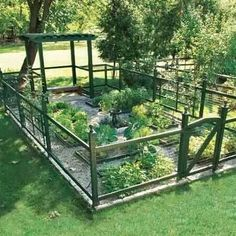 4 Brilliant Clever Tips: Veggie Garden Ideas Water small backyard garden fence.Landscape Garden Ideas Fruit garden ideas decking tips. Garden Fencing, Garden Beds, Garden Landscaping, Fenced Garden, Potager Garden, Garden Gate, Gravel Garden, Country Landscaping, Terrace Garden