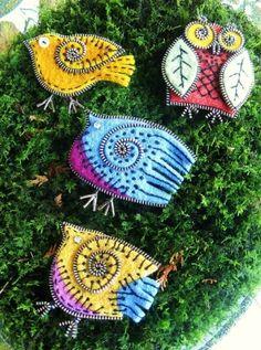 felt and zipper jewelry Zipper Jewelry, Fabric Jewelry, Bird Crafts, Felt Crafts, Zipper Crafts, Sewing Crafts, Zipper Flowers, Fabric Flowers, Felt Birds