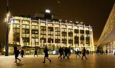Groot Handelsgebouw in het licht, Burgemeester Ahmed Aboutaleb heeft woensdag de feestverlichting van het Groot Handelsgebouw ontstoken. Het is de eerste keer dat het gebouw in feestverlichting is gehuld. Het grootste bedrijfsverzamelgebouw van Nederland viert in 2018 zijn 65-jarig bestaan.