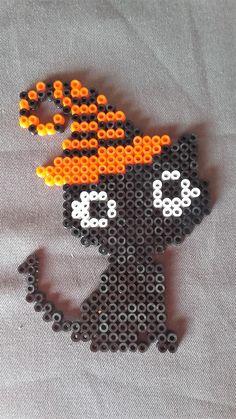 Perler Bead Designs, Easy Perler Bead Patterns, Hama Beads Design, Diy Perler Beads, Perler Bead Art, Pearler Beads, Halloween Beads, Halloween Patterns, Halloween Chat Noir