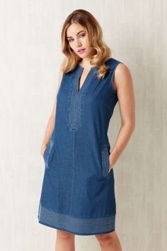 Add a feminine touch to your wardrobe with this beautiful denim shift dress. Made in a soft light denim with a v-neck and pretty white stitch detailing, this sleeveless dress is cut in an a-line shift shape to accentuate your silhouette. Casual Day Dresses, Nice Dresses, Casual Outfits, Light Denim, Mode Jeans, Couture, Fashion Dresses, Denim Dresses, Contemporary Fashion