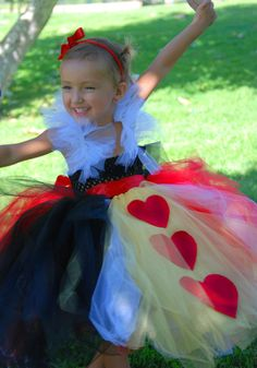 Queen of Hearts Costume - love the addition of yellow to the skirt!