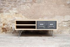 Enfilade, meuble tv, esprit vintage, casier en métal – 800 €