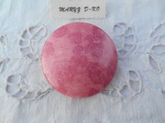 "Bouton 50mm simili cuir brillant nacré "" Roses ""  Création Maryzdko,made in France"
