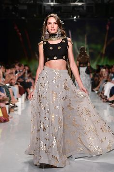 Love the gold metallic detail in the skirt Indian Gowns Dresses, Indian Fashion Dresses, Indian Designer Outfits, Fashion Outfits, Women's Fashion, Lehenga Designs Simple, Indian Wedding Wear, Lehnga Dress, Indian Attire