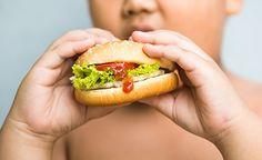 Ihr Kind ist übergewichtig? Und Sie wissen nicht recht, wie Sie die Lage ändern können? Diäten sind bei Kindern – genau wie bei Erwachsenen – völlig fehl am Platze. Gehen Sie besser Schritt für Schritt vor. Ändern Sie langsam aber sicher die Ernährungs- und Trinkgewohnheiten nicht nur Ihres Kindes, sondern am besten die der ganzen Familie. Welche Faktoren Ihr Kind dick machen und worauf Sie achten sollten, damit es wieder schlank wird, erfahren Sie im folgenden Artikel. Star...
