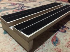 Mini pedalboard. Flat elevation. Raw finish with velcro. Riffs & Records Pedalboards.