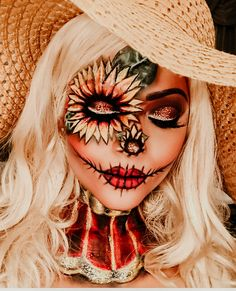 Looking for for inspiration for your Halloween make-up? Browse around this site for creepy Halloween makeup looks. Scarecrow Makeup, Cute Halloween Makeup, Halloween Eyes, Halloween Makeup Looks, Halloween 2018, Scary Scarecrow, Diy Halloween, Scarecrow Costume, Sugar Skull Halloween Makeup