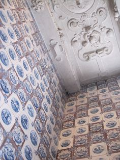 Delft tile at Rosenborg Castle, Copenhagen----inspiration for my NYC kitchen. Howard Slatkin 'Fifth Avenue Style'