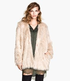 Dusty pink. Jacket in faux fur. Side pockets and hook-and-eye fasteners at front. Lined.