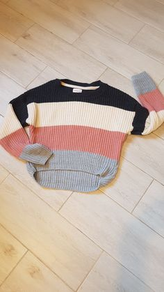 Suéter para mujer, tejido, varios colores, ropa hecha en México, venta. Jeans And Sneakers Outfit, College Wear, Grad Dresses, Western Outfits, Cable Knit Sweaters, Cool Outfits, My Style, Casual, How To Wear