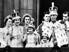 Queen's record as longest-reigning monarch: an idyllic childhood - Photo 10 | HELLO!