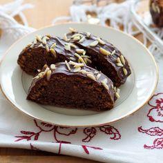 Rehrücken Foto: Andrea Jungwirth Desserts, Food, Almonds, Oven, Dessert Ideas, Cooking Recipes, Meal, Deserts, Essen
