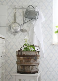 Ꮶnoгkan - Lilly is Love Swedish Cottage, Cottage Style, White Cottage, Cottage House, Shabby Chic Style, Scandi Style, Cottage Interiors, White Rooms, Scandinavian Home