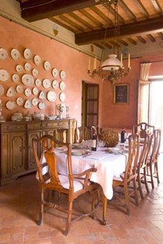 italian dining room beautiful wall color, almost impossible to achieve!  Unless your walls are over 200 years old!